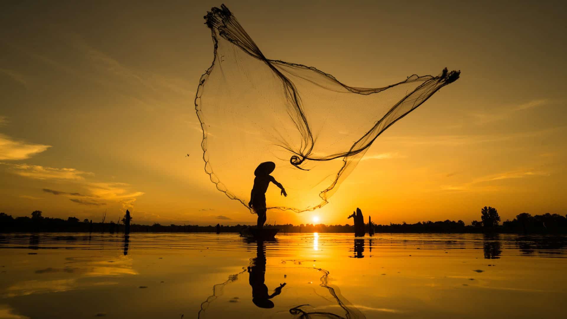 Vietnam_fishermen_with_net