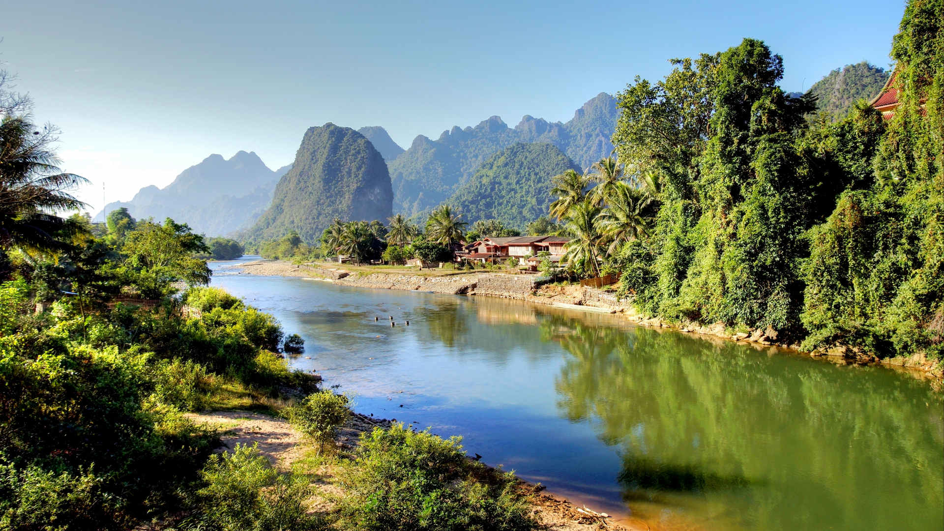 Indochina_Laos Song river at Vang Vieng