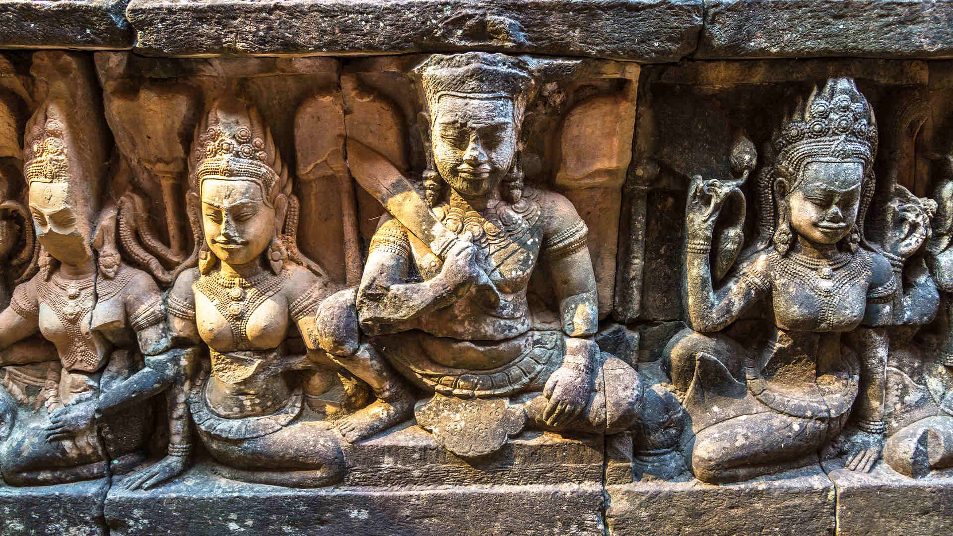 Angkor Wat temple statues